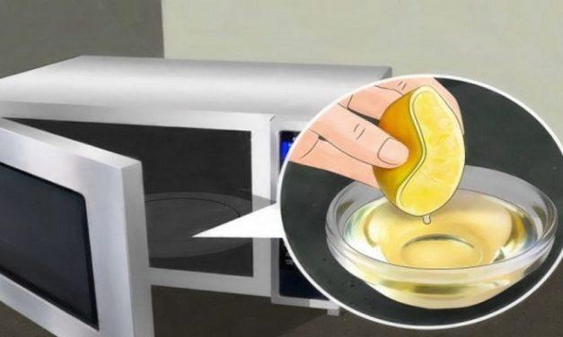 Éliminer les odeurs dans le micro-ondes