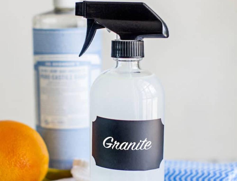 Le meilleur truc pour faire un nettoyant à granite maison et écologique!