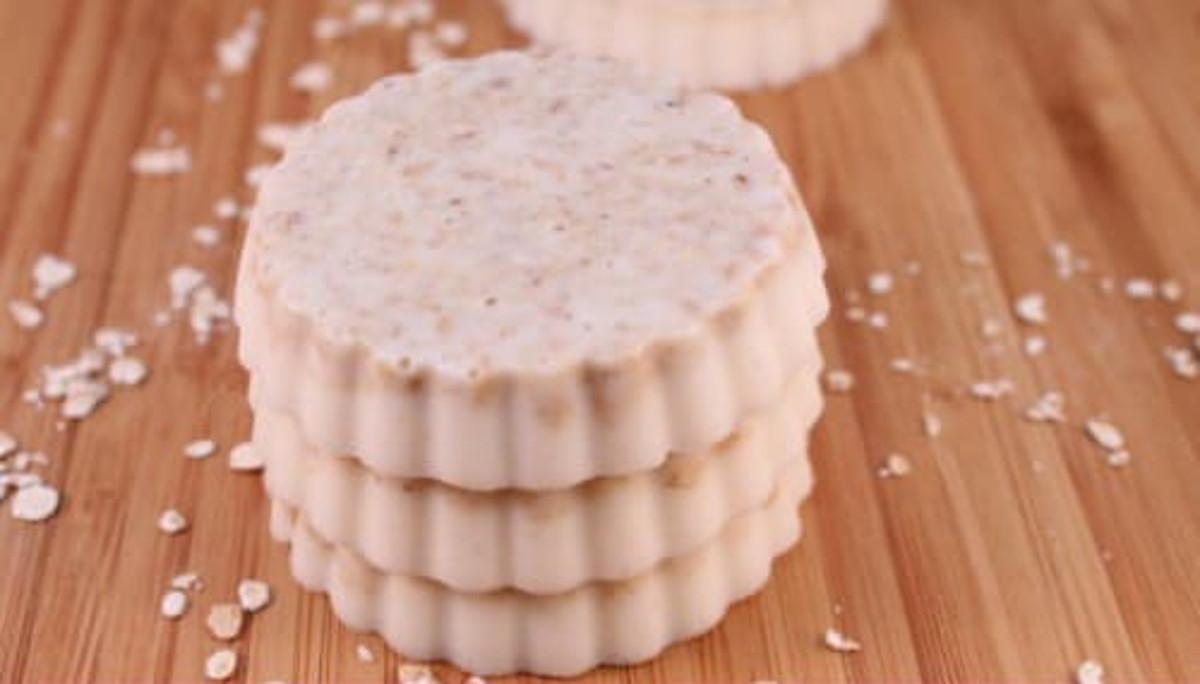 Un savon exfoliant à l'avoine qui est très facile à faire!