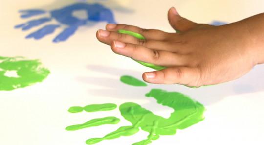 Peinture maison pour enfants, non toxique et très simple à réaliser!
