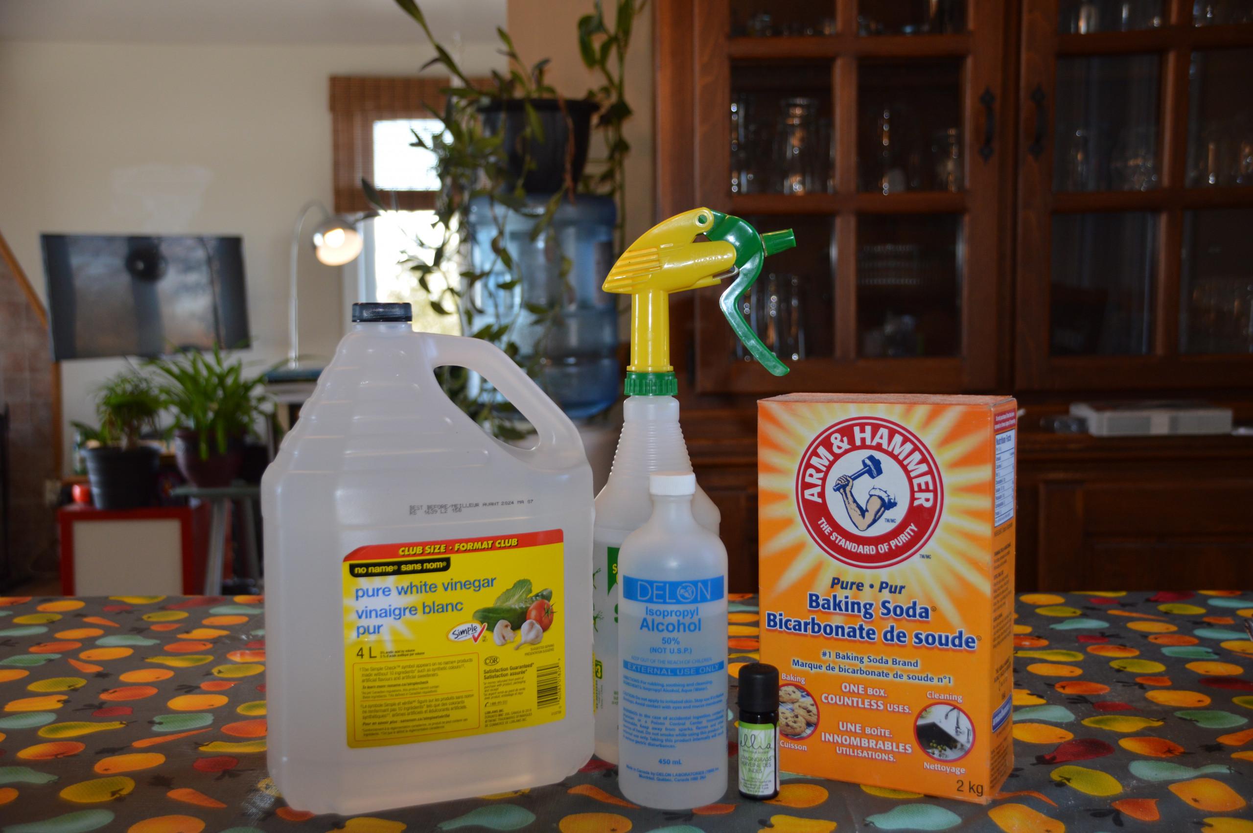 La meilleure recette de désinfectant naturel pour nettoyer les surfaces!