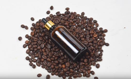 Sérum maison anti-cerne à base de café (Facile et naturel)!