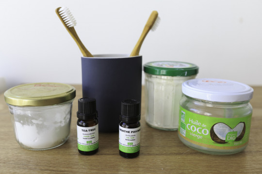 Dentifrice blanchissant maison à base d'huile de coco : 100% naturel!