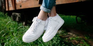 5 trucs faciles pour garder vos chaussures blanches!