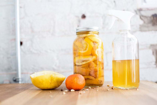 Nettoyant tout usage non-toxique au citron avec seulement 2 ingrédients!