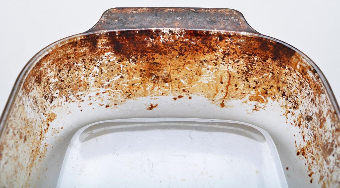Truc facile pour bien nettoyer vos plats en pyrex (2 ingrédients seulement!)