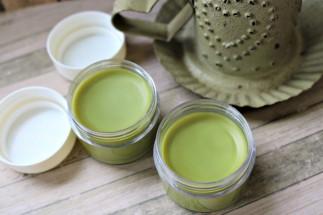 Cette crème pour les yeux au thé vert saura illuminer votre regard!