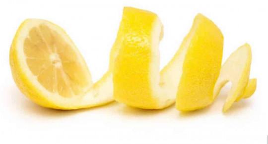 Voici 4 façons faciles de réutiliser vos pelures de citron!
