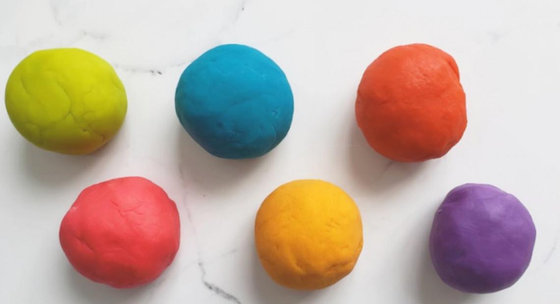 Pâte à modeler mangeable à la guimauve très facile à faire!