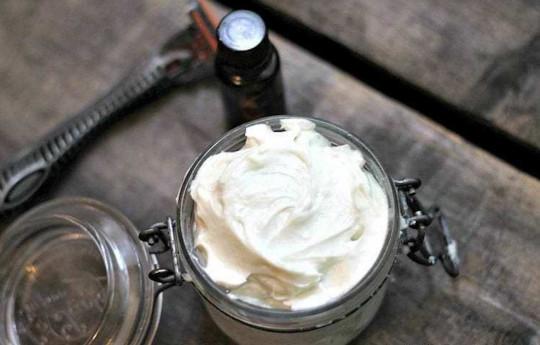 Une crème à raser maison à bas prix, avec seulement 4 ingrédients!
