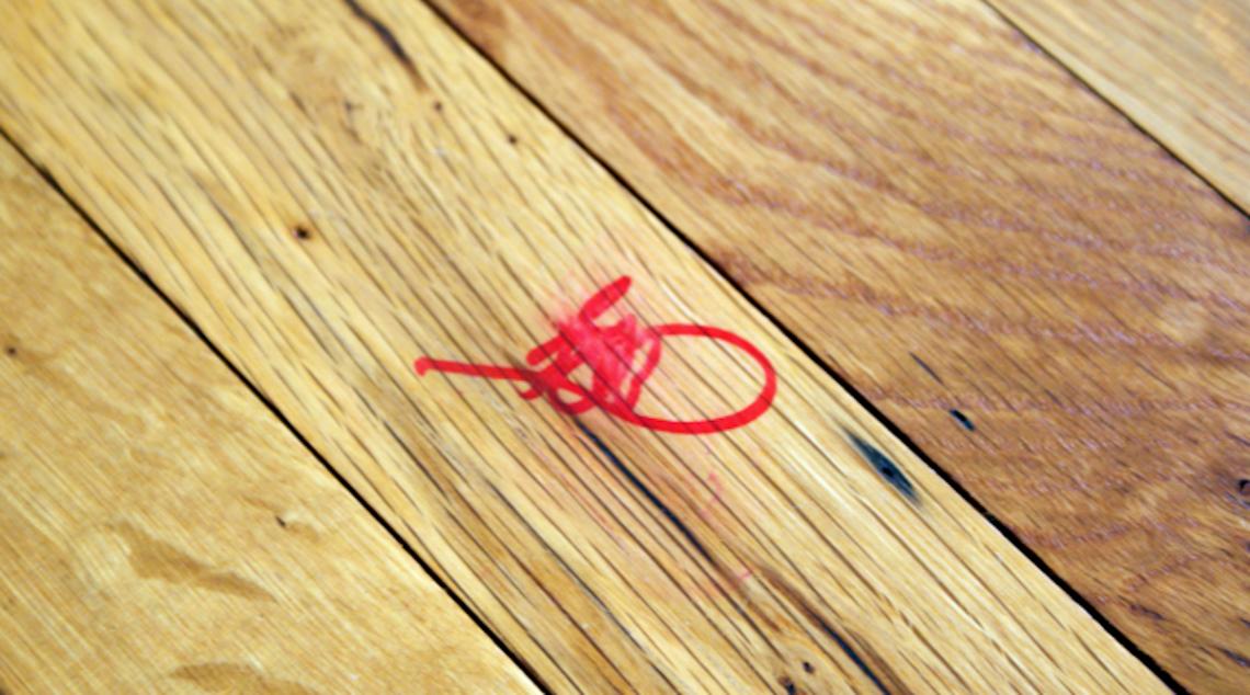 Nettoyez facilement une tache de crayon permanent d'une surface de bois!