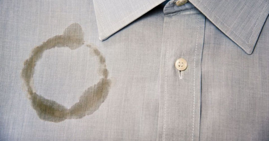 Truc pour nettoyer une tache de gras